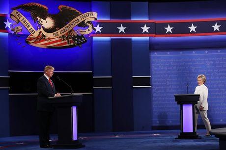 """Ba Clinton va ong Trump """"khau chien"""" trong 6 van de - Anh 1"""