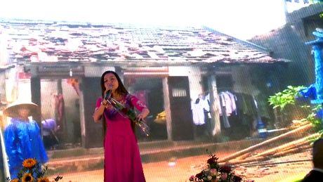 Phu nu Viet o Sec danh qua tang 20/10 ung ho dong bao mien Trung - Anh 1