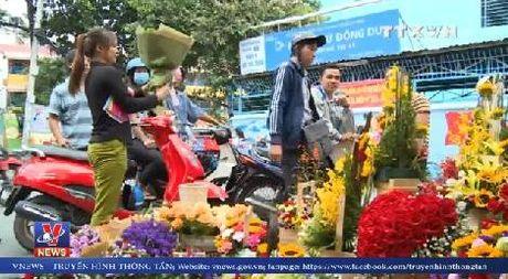 Cho hoa tap nap ngay Phu nu Viet Nam - Anh 1