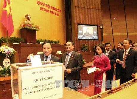 Quyen gop ung ho dong bao mien Trung den het 30/11 - Anh 1