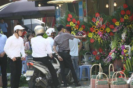 Quy ong tat bat mua hoa mung ngay Phu nu Viet Nam 20/10 - Anh 3