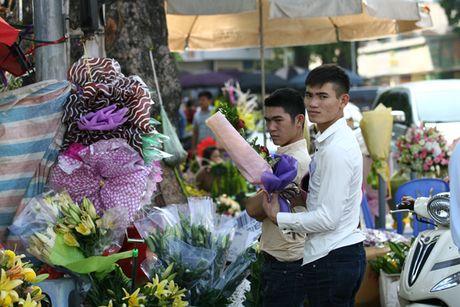 Quy ong tat bat mua hoa mung ngay Phu nu Viet Nam 20/10 - Anh 4
