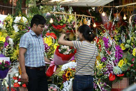 Quy ong tat bat mua hoa mung ngay Phu nu Viet Nam 20/10 - Anh 5