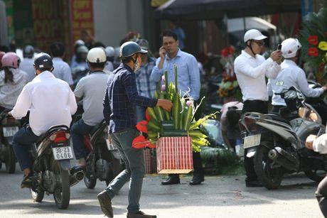 Quy ong tat bat mua hoa mung ngay Phu nu Viet Nam 20/10 - Anh 7
