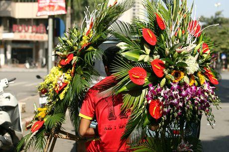 Quy ong tat bat mua hoa mung ngay Phu nu Viet Nam 20/10 - Anh 8