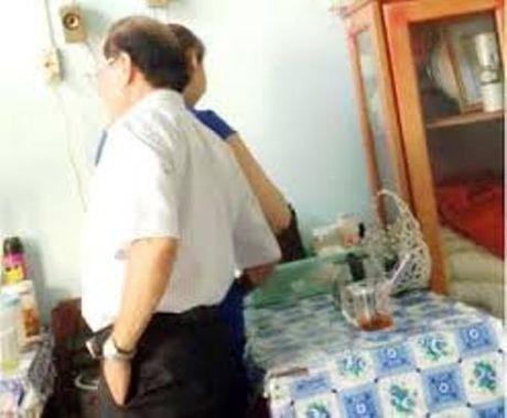Pho giam doc So 'choang tay vao dui' bi ky luat Dang - Anh 1