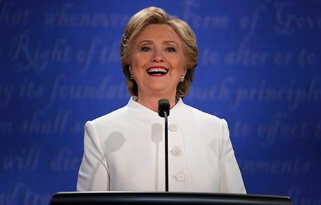 Bao chi quoc te 'soi suc' vi cuoc tranh luan cuoi cua Trump va Clinton - Anh 1