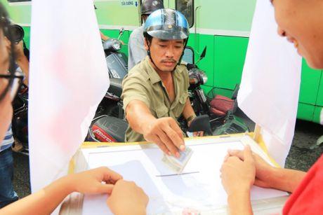Xuc dong nhung nghia cu cao dep cua nguoi dan TP.HCM huong ve mien Trung - Anh 11