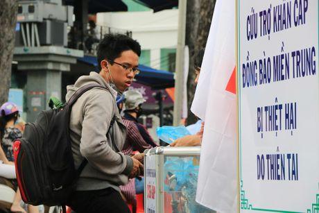 Xuc dong nhung nghia cu cao dep cua nguoi dan TP.HCM huong ve mien Trung - Anh 5