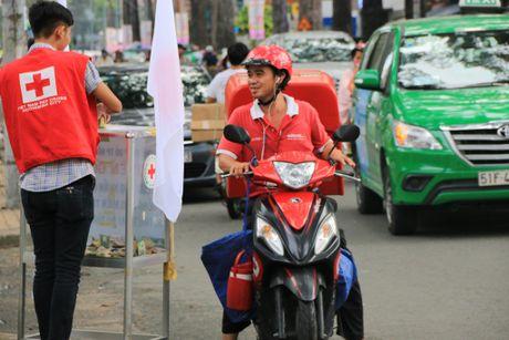Xuc dong nhung nghia cu cao dep cua nguoi dan TP.HCM huong ve mien Trung - Anh 6