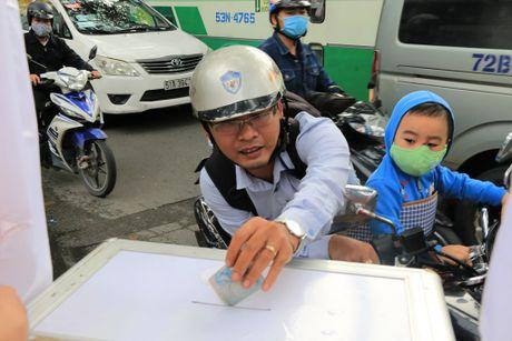 Xuc dong nhung nghia cu cao dep cua nguoi dan TP.HCM huong ve mien Trung - Anh 8