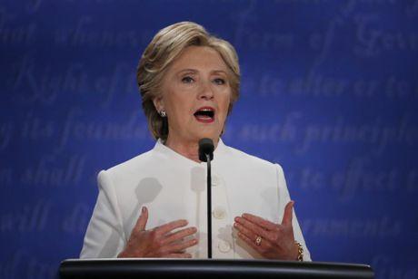 Clinton goi Trump la 'con roi' cua Putin trong tranh luan cuoi cung - Anh 2