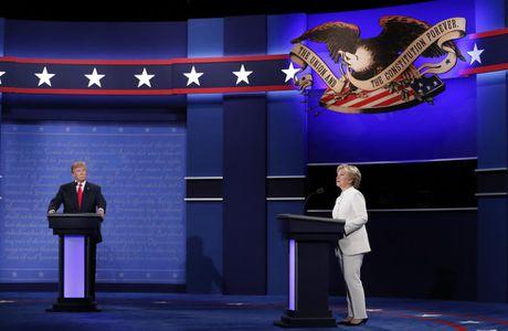 Clinton goi Trump la 'con roi' cua Putin trong tranh luan cuoi cung - Anh 8