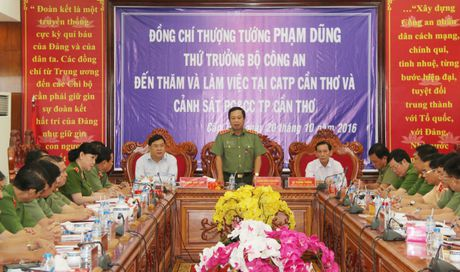 Thu truong Pham Dung lam viec voi Cong an va Canh sat PCCC TP Can Tho - Anh 2