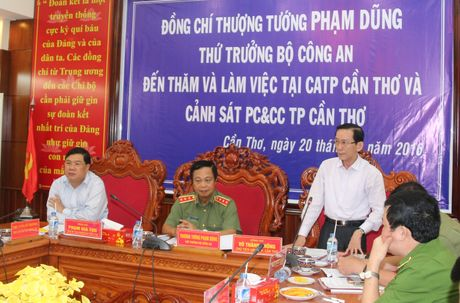 Thu truong Pham Dung lam viec voi Cong an va Canh sat PCCC TP Can Tho - Anh 3