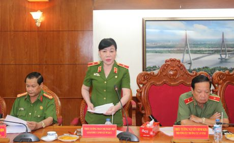 Thu truong Pham Dung lam viec voi Cong an va Canh sat PCCC TP Can Tho - Anh 5