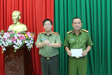 Thuong nong Ban chuyen an pha an nhanh vu giet nguoi dot xac - Anh 1