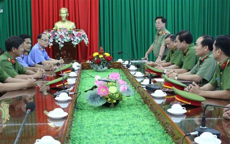 Thuong nong Ban chuyen an pha an nhanh vu giet nguoi dot xac - Anh 2