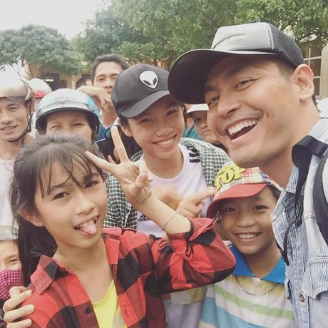 MC Phan Anh mang 16 ti den cuu tro dong bao Ha Tinh - Anh 1