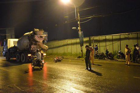 Hai cong nhan chet tham duoi gam xe bon trong dem Sai Gon - Anh 1