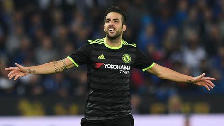 Fabregas mua xong nha o Milan, dinh ngay roi Chelsea - Anh 1
