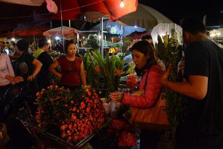 Cho hoa dem Quang Ba tap nap nhan Ngay Phu nu Viet Nam - Anh 6