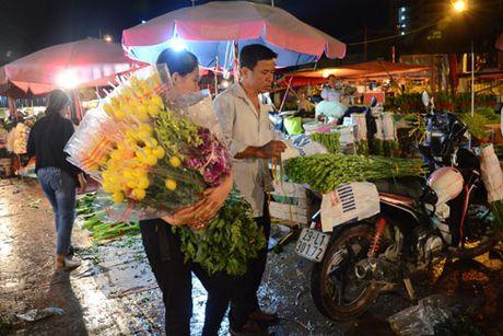 Cho hoa dem Quang Ba tap nap nhan Ngay Phu nu Viet Nam - Anh 8
