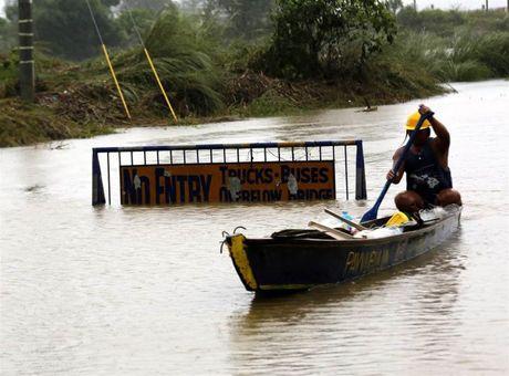 Sieu bao Haima manh gan bang bao Haiyan tan pha Philippines - Anh 4