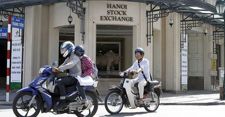 Vietnam to Finally Locate Main Stock Exchange in Hanoi - Anh 1