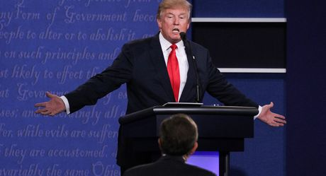 'Donald Trump khong the thang nhung co the lam xau di cuoc bau cu My' - Anh 1