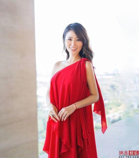 Ba bau Lam Tam Nhu bi nghi 'tha rong' di du su kien - Anh 1