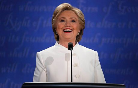 Clinton tiep tuc 'thang' trong cuoc tranh luan cuoi - Anh 1
