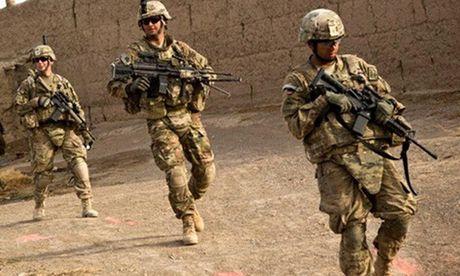 Tan cong gan can cu NATO, mot linh My thiet mang - Anh 1
