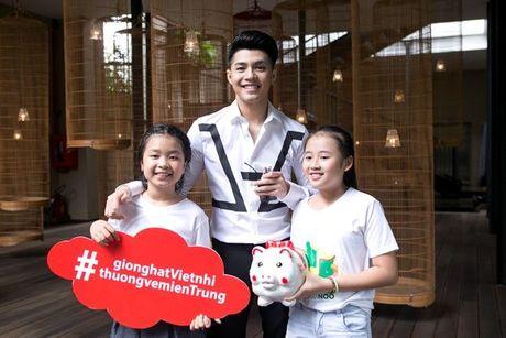 Thang - Nhi, Noo Phuoc Thinh, Vu Cat Tuong chung tay cung hoc tro 'Thuong ve mien Trung' - Anh 1