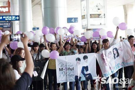 Fan Viet hao huc chao don bo doi M-Tiful va I.C.E tro lai Viet Nam - Anh 7