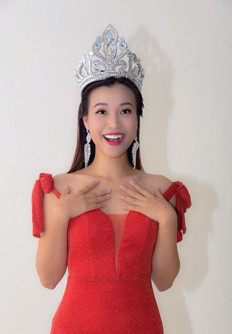 A hau Hoang Oanh bong hoa 'Hoa hau Ao lang' - Anh 3