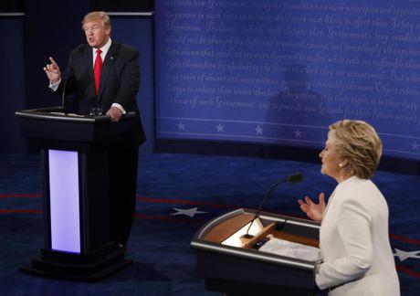 Tranh luan cuoi cung: Ong Trump va ba Clinton nong vi Tong thong Putin - Anh 2