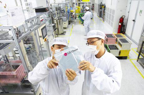 LG co the dam nhan san xuat pin cho Samsung Galaxy S8 - Anh 1