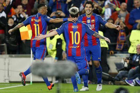 Lap hat-trick truoc Man City, Messi pha lien 2 ky luc - Anh 1