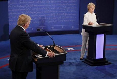 Ba Clinton va ong Trump 'khau chien' du doi - Anh 1