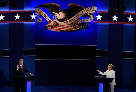 Ba Clinton va ong Trump 'khau chien' du doi - Anh 3