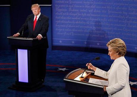 Ba Clinton va ong Trump 'khau chien' du doi - Anh 4