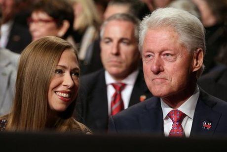 Ba Clinton va ong Trump 'khau chien' du doi - Anh 7