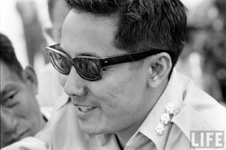 Nha tinh bao Pham Ngoc Thao: Nguoi Cong giao yeu nuoc - Anh 1
