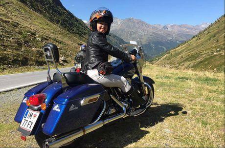 Nu biker Viet chay moto hon 3.000 km qua 5 nuoc chau Au - Anh 1
