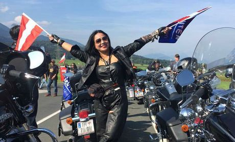 Nu biker Viet chay moto hon 3.000 km qua 5 nuoc chau Au - Anh 2