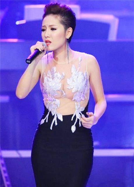Thot tim khi Ngoc Trinh, Mai Phuong Thuy dien nhung trang phuc nay - Anh 2