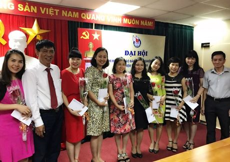 Gap mat chi em phu nu Bao NNVN nhan ngay 20/10 - Anh 1