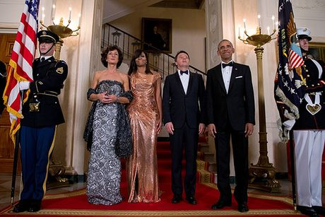 Michelle Obama 'ha guc' moi tin do thoi trang voi thiet ke dam anh kim - Anh 1