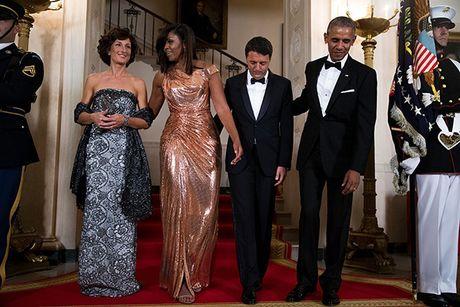 Michelle Obama 'ha guc' moi tin do thoi trang voi thiet ke dam anh kim - Anh 2